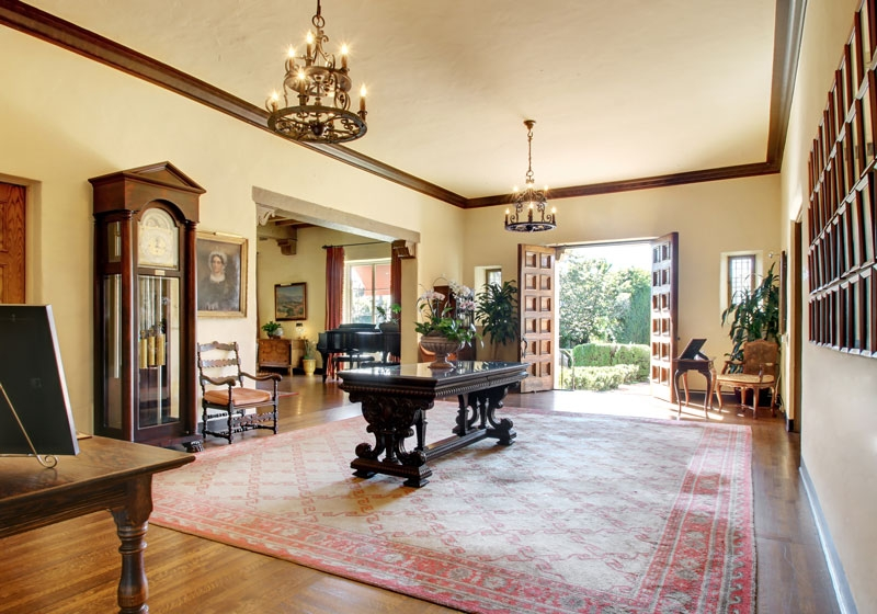 Perfect Grand Entry | Foyer