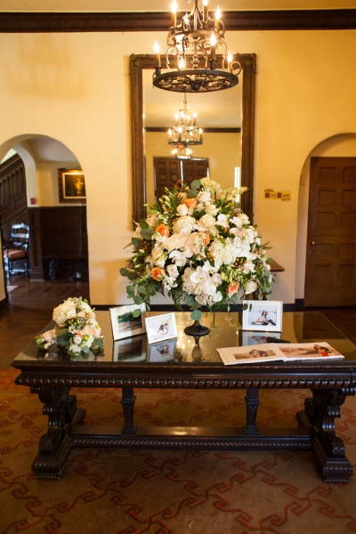 The Grand Entry Is Also The Perfect Place For A Guest Book, Gift Table,  Feature Floral Arrangements, Memorable Items From The Coupleu0027s History  Together, ...
